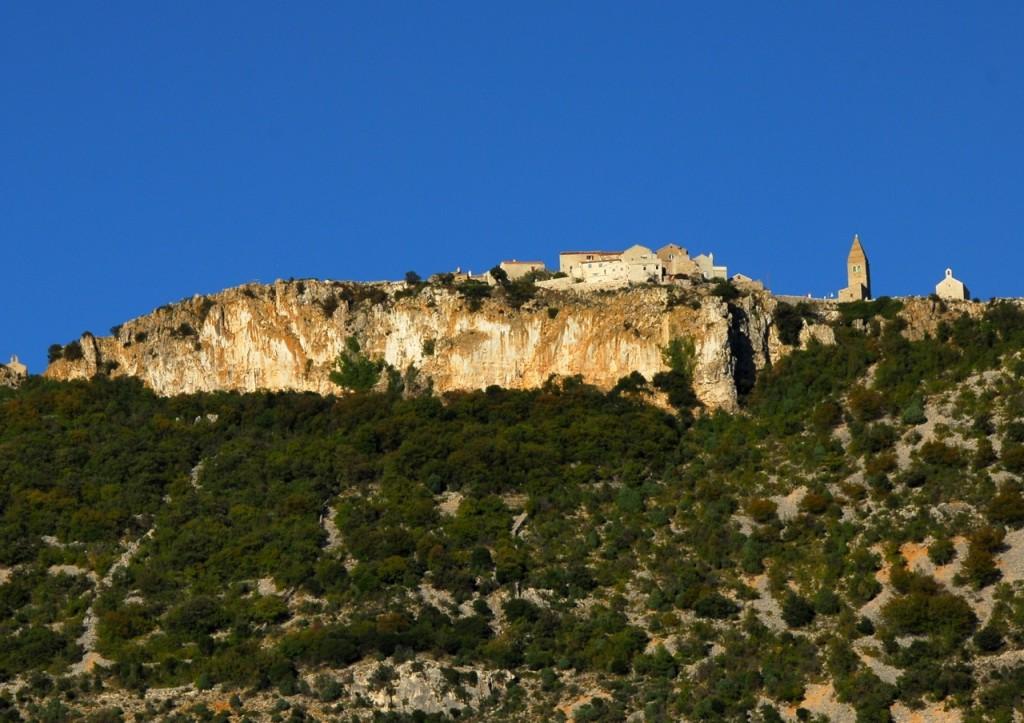foto 6 Lubenice, biser na visokih skalah